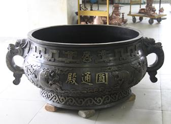为无锡广福寺圆通殿铸造的耳海怪簋式炉
